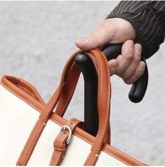 取っ手部分にカバンをかけられる傘「rumbrella(ランブレラ)」